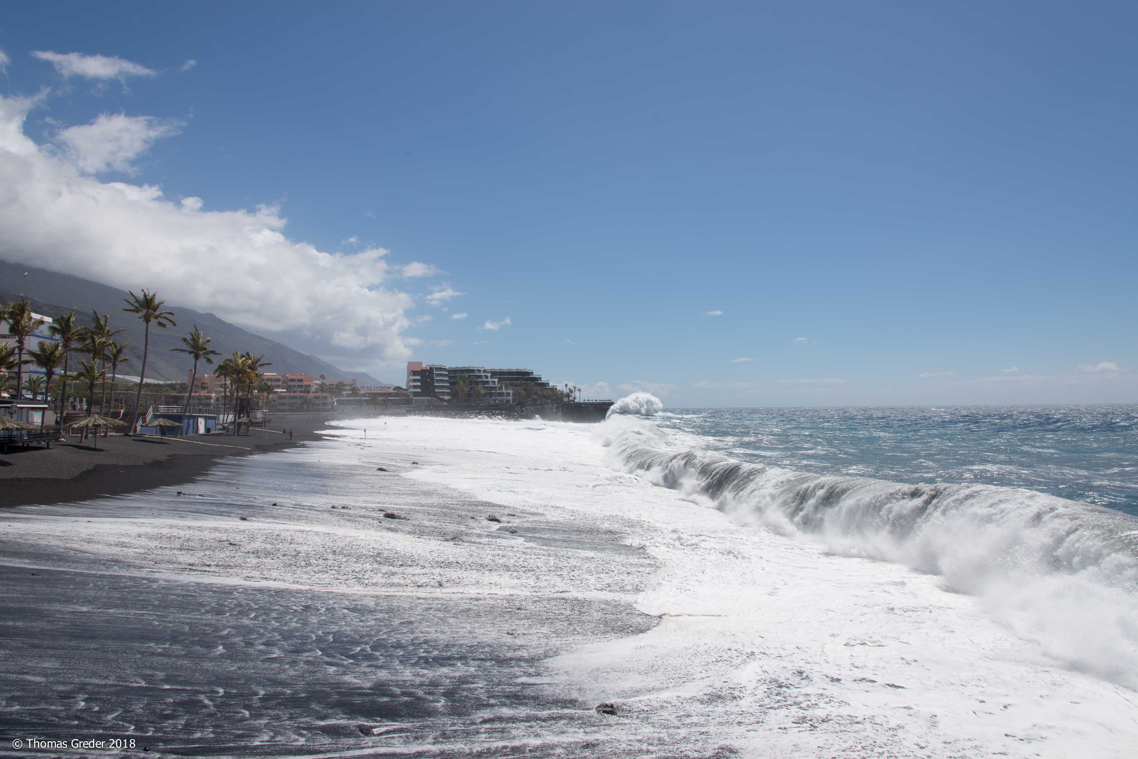 Wellen am Strand von Puerto de Naos
